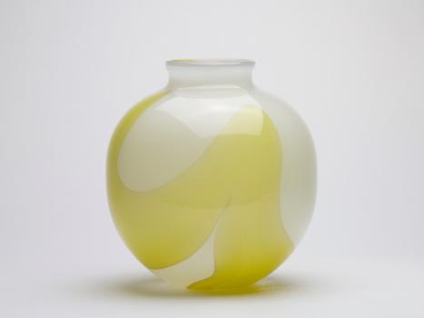 Floris Meydam, Bolvormige vaas met gele decoratie, Royal Leerdam Serica, 50-11, ca. 1983 - Floris Meydam