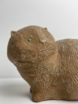 Hans de Jong, glazed ceramic sculpture of a cat. - Hans de Jong