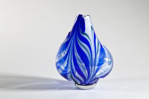 A.D. Copier, Leerdam Unica, Blauw-witte vaas, uitgevoerd door Jan van Opijnen, 1964 - Andries Dirk (A.D.) Copier