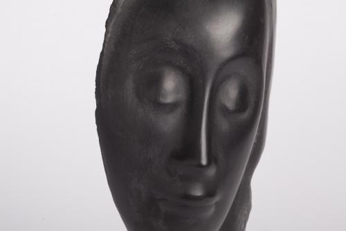 Jules Vermeire, Hardstenen vrouwenkop op mahoniehouten sokkel, ca. 1920 - Jules (J.S.) Vermeire