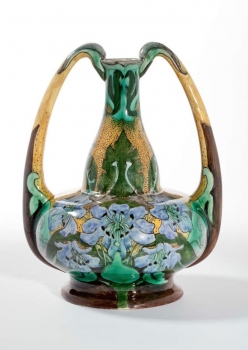 Wed. N.S.A. Brantjes & Co., Dutch Art Nouveau vase, model 1082, painter D. van de Veen, ca. 1900 - Wed. N.S.A. Firma Wed. N.S.A. Brantjes & Co.