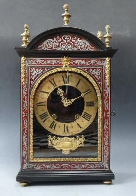 Early Pendule Religieuse, French mantel clock by Claude Mounier à Paris, circa 1680.