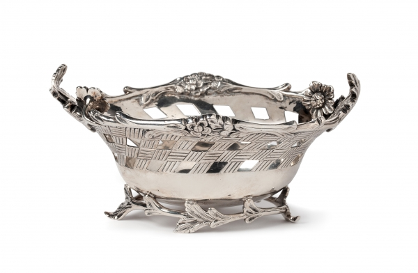 Silver sugarbowl with flower decoration