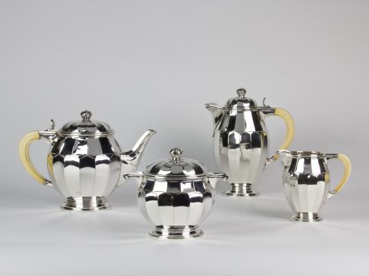 Wolfers Frères, Zilveren Art Deco theeservies met ivoren grepen, ontwerp 1926 - Philippe Wolfers Frères
