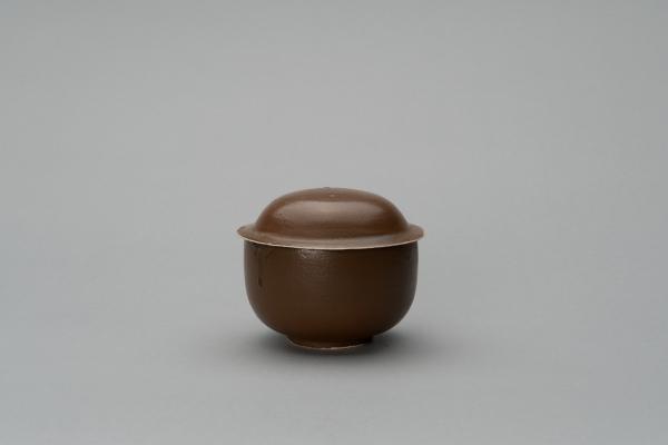 'U' shaped porcelain jar