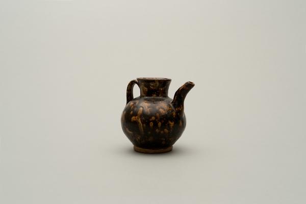 Small Chinese stoneware ewer covered with a dark brown glaze with pale flecks imitating tortoiseshell