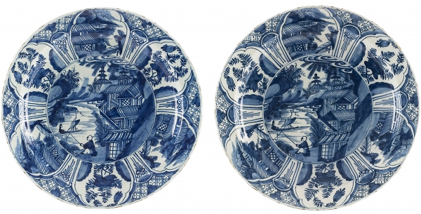 A Pair of Lambertus van Eenhoorn Chargers in Blue and White Delftware