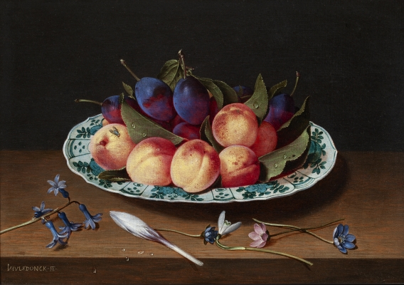 Nectarines and plums in a Wan-Li dish - Jacob van Hulsdonck