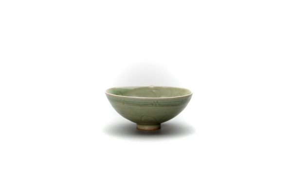 Longquan Yuan carved Celadon bowl 'Sinan Wreck' type