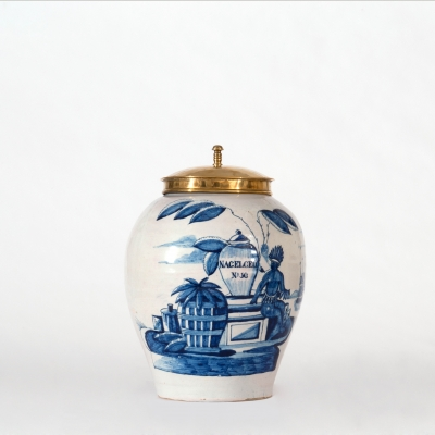 A Tobaccojar in Blue Delft