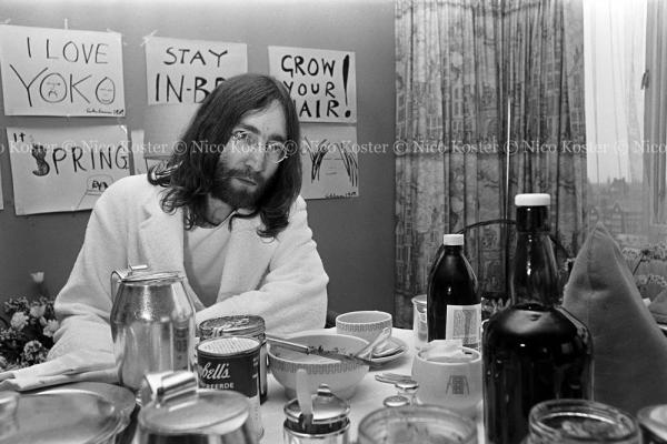 John Lennon & Yoko Ono - PEACE - Room 902 Hilton #15