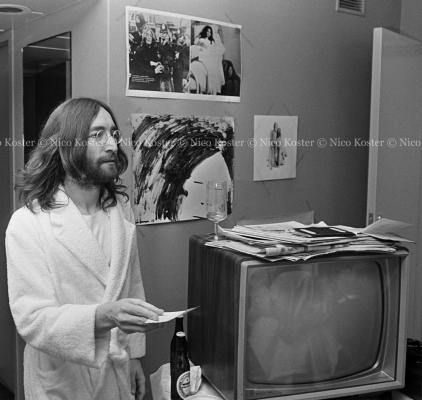 John Lennon & Yoko Ono - PEACE - Room 902 Hilton #10