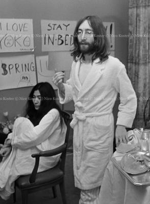 John Lennon & Yoko Ono - PEACE - Room 902 Hilton #33