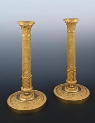 Stel vuurvergulde bronzen Empire kandelaars