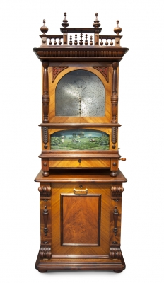 Een zeer zeldzame Duitse staande notenhouten en geanimeerde platenspeler, kalliope, omstreeks 1895