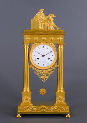 A fire-gilded bronze column mantel clock Bazerga à Rotterdam