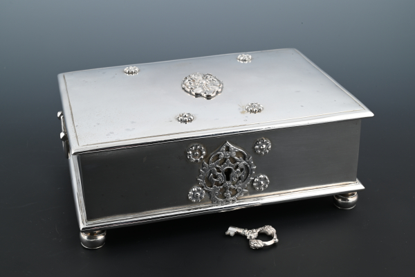 A Dutch colonial silver sirih box