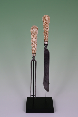 A ivory travel cutlery