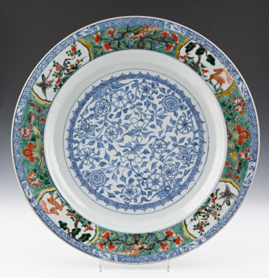 A Chinese Famille Verte Plate, dia 35,5 cm.