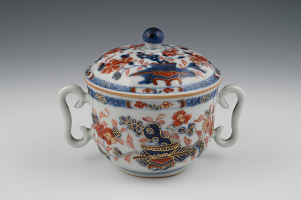 A Chinese Imari pot with cover