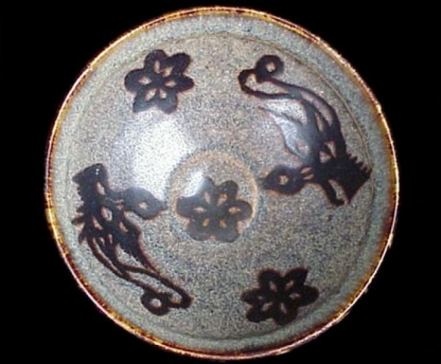A Jizhou ware bowl with papercut decoration