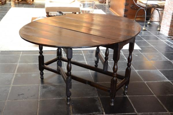 Gateleg table, England, 18th century
