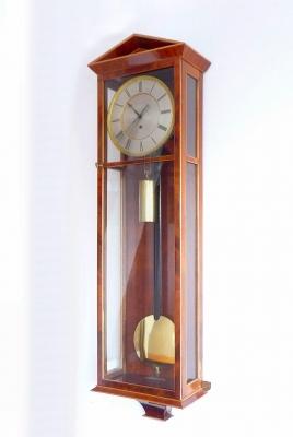 Een mooi  Oostenrijks  'Dachluhr' -  wandregulateur,  mahoniehout gefineerd, c. 1840.