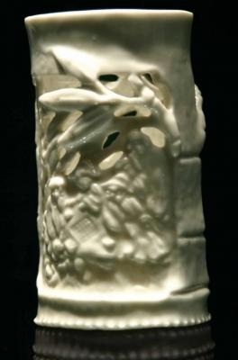 Opengewerkte Blanc de Chine penseelpot, Dehua