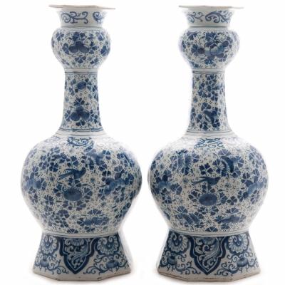 Een Paar Knobbelvazen in Blauw en Wit Delfts Aardewerk