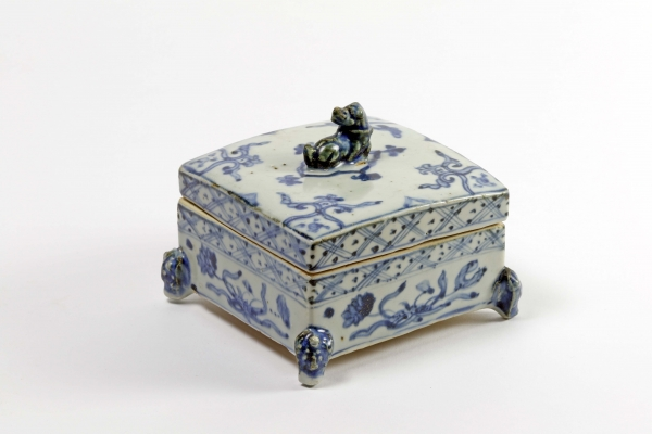Very unusual Chinese porcelain square box and cover painted in blue with flower sprays and diaper borders