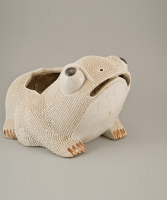 A Porcelan Frog Brush Pot