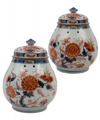 A Pair Chinese Imari Pot Pourri Jars and Cover
