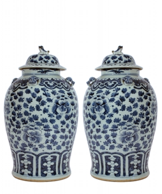 A Pair of Blue Porcelan Vases with Lid