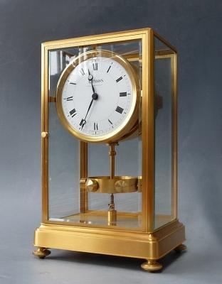 Hoog model Atmos klok, vergulde kast, J.L. Reutter, no 447, Frankrijk circa 1930.