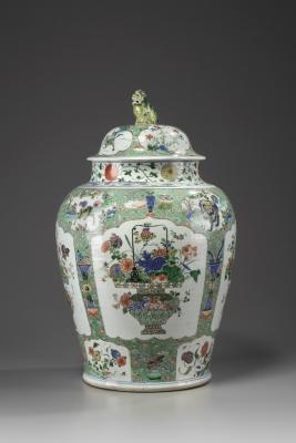 A Large Famille Verte Jar