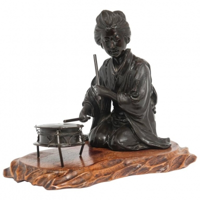 A very nice, elegant patinated bronze of the Japanese Geisha, circa 1890
