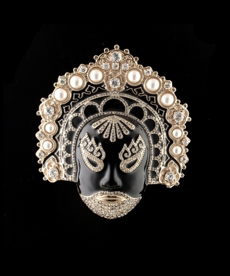 Valentino 's Monumental Japanese Inspired 'Mask Brooch' - Valentino