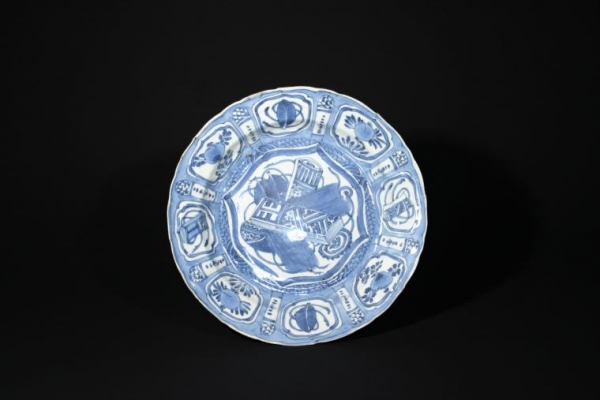A  Chinese porcelain blue and white 'kraak' plate with design of scrolls, Wanli Period, Ming Dynasty , China Ceramics