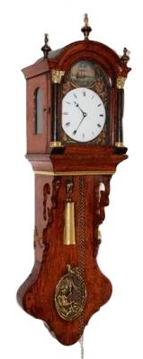 DW31 Zeer bijzonder Fries miniatuur staartklokje, zgn. kantoortje of notarisklok