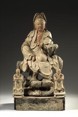 Een Chinees gepolychromeerd houten sculptuur Bodhisattva Guanyin, China 18e eeuw Boeddhistisch beeld