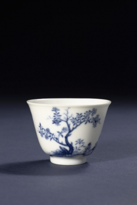 A blue and white imperial Chinese porcelain month cup, Qing dynasty Kangxi period ceramics