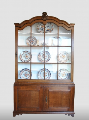 Dutch display cabinet, about 1750-1775