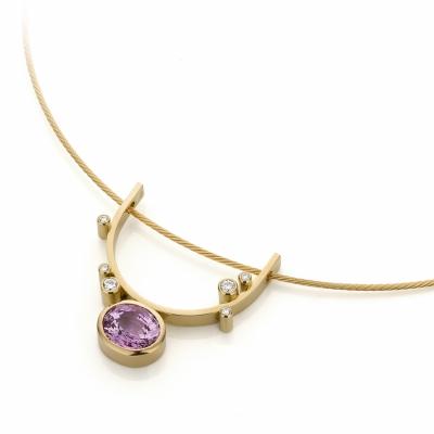 Geelgouden hanger met roze korund en diamanten