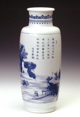 Chinese Kangxi Period Blue and White porcelain Rouleau vase with Red Cliff design,  Qing dynasty Ceramics