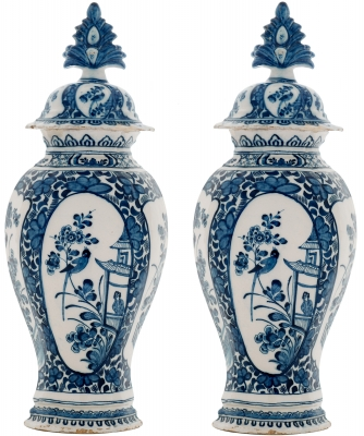 A Pair Blue and White Vases with Lid in Dutch Delftware