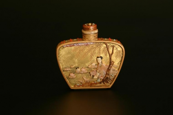A snuffbottle, lacquer embellished with stones