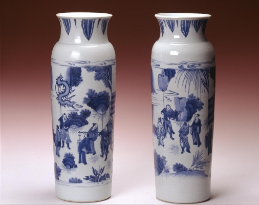 Chinese blue and white rouleau vases from the Transitional period, Chongzhen Ceramics