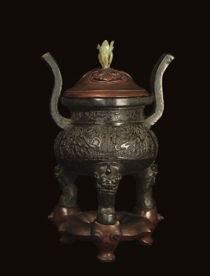 A MING DYNASTY CHINESE BRONZE CENSER