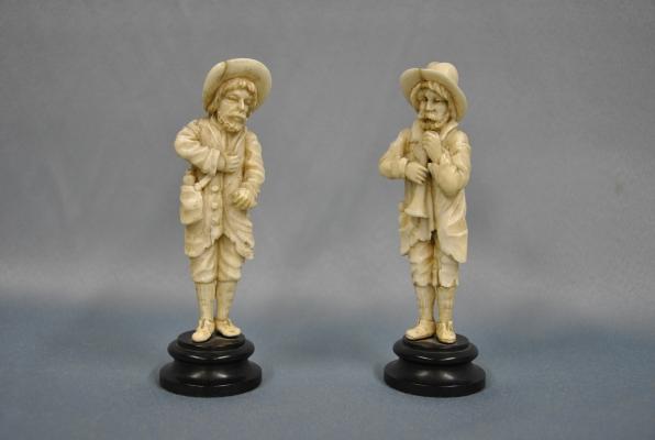 Twee ivoren figuren, Duitsland, 1800-1830.