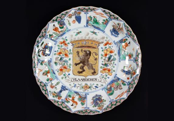 Chinees porseleinen Kangxi wapenschotel van Vlaanderen